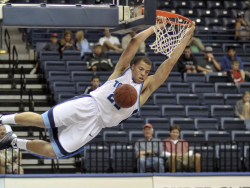 Rob_Jones_dunk_02